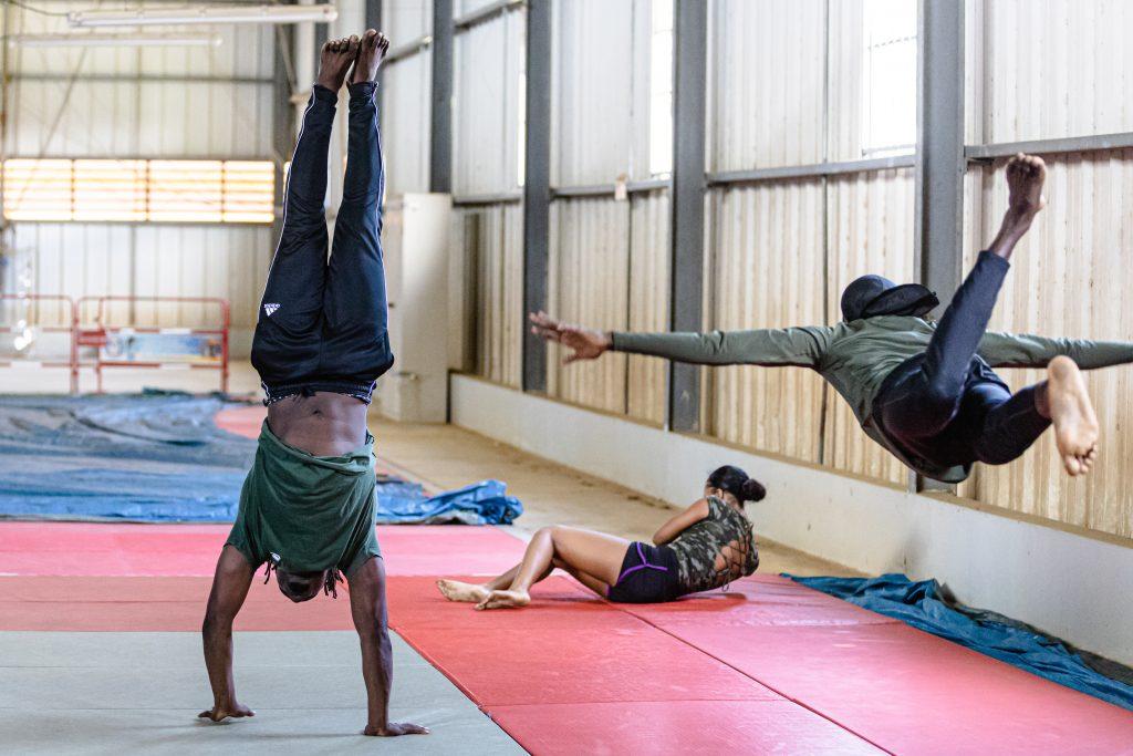 Samedi 5 septembre 2020. Dojo de Suzini. Restitution de la formation danse / cirque. Association Touka Danses.