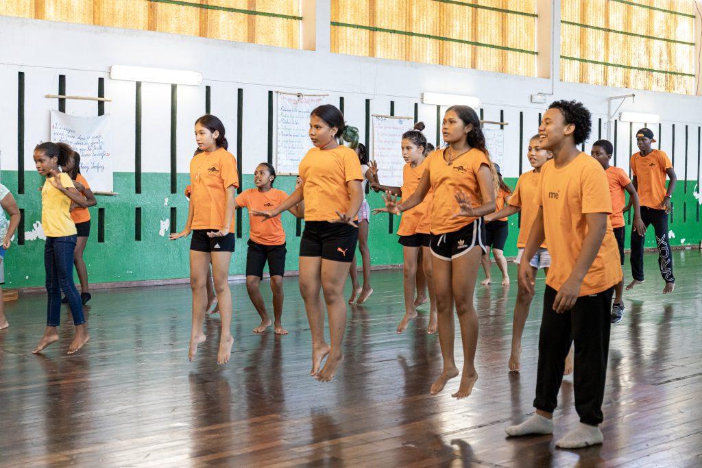 Association Touka Danses. Intervention au Stade Scolaire de Cayenne, dans le cadre de la semaine olympique et paralympique 2021